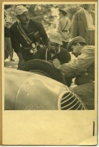 Servizio tecnico Pirelli-Maserati al Gran Premio Peron 1949